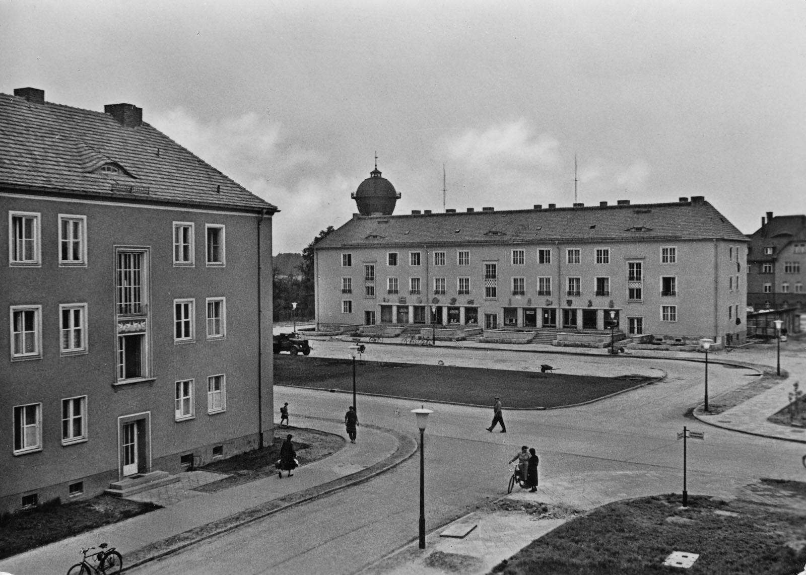 Bahnhofsvorplatz um 1955