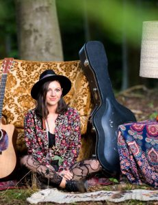 Nadine Fingerhut - Liedermacherin und Sängerin Live