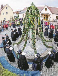 Ostersingen im KRABAT-Dorf Schwarzkollm