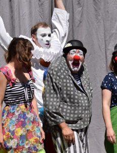 """Familientheater: Bühnenvolk """"Schule mit Clowns"""""""