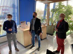 Oberbürgermeister Torsten Ruban-Zeh zusammen mit Referent Christian Hoffmann und Wirtschaftsförderer Alexander Kühne