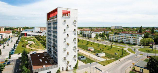 Blick auf Lausitztower, Zentralpark, Stadtpromenade