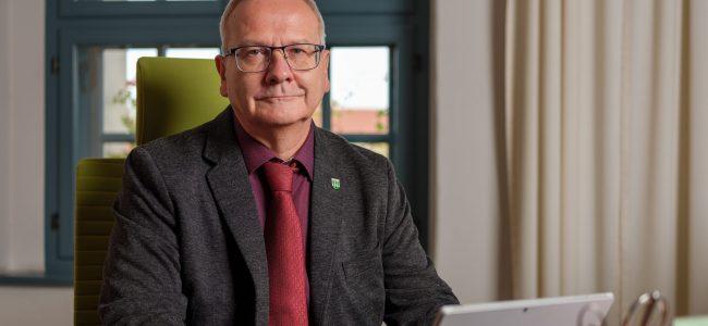 Porträt des Oberbürgermeisters in seiner Amtsstube