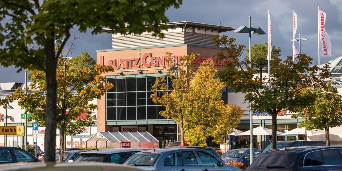 Lausitz-Center vom Parkplatz aus
